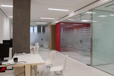 Reforma de oficina en Valencia mamparas vidrio