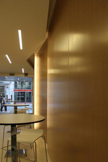 Reforma de oficina en Valencia revestimiento madera
