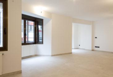 Reforma de oficina para su conversion en vivienda en Valencia porcelanico blanco