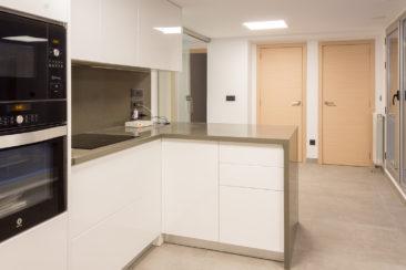 Reforma de oficina para su conversion en vivienda en Valencia cocina