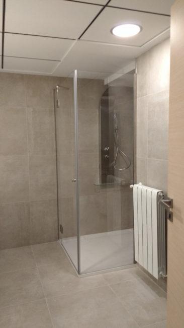 Reforma de oficina para su conversion en vivienda en Valencia mampara ducha