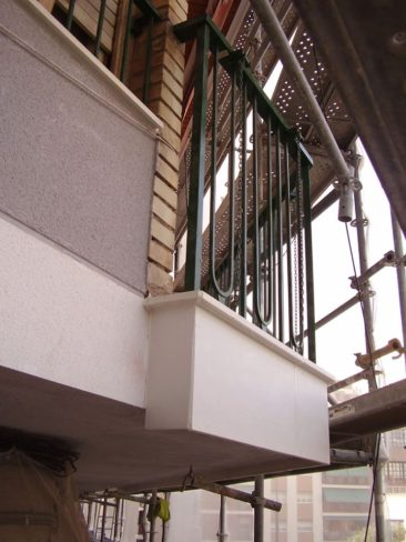 Rehabilitacion de fachada en Alicante pieza especial en T de hormigon polimero para proteccion de forjado